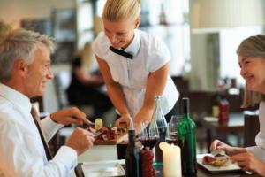 Официант в Дубаи